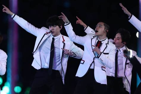 exo tempo win korean pop band exo wow crowds at the winter olympics