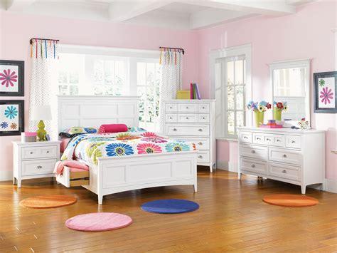 chambre en blanc chambre a coucher en bois blanc mzaol com