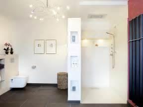 kosten fã r badezimmer gemauerte dusche als blickfang im badezimmer vor und nachteile