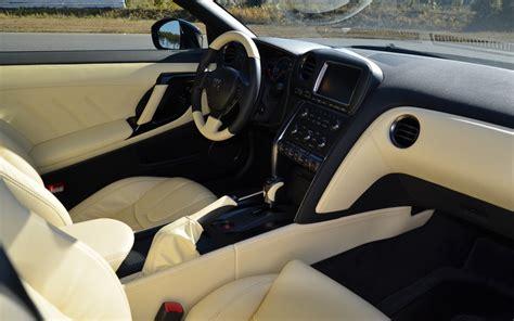 premium interior    nissan gt  picture gallery photo   car guide