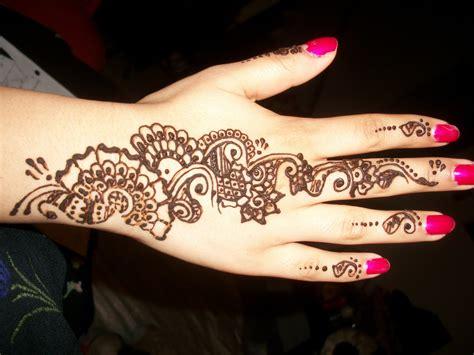 arabic henna tattoo  hand