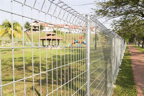 What Is Anticlimb Fencing?  Hercules High Security
