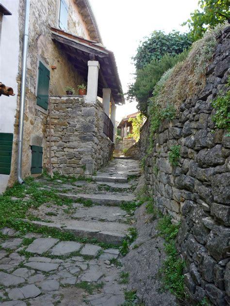 Uličice najmanjeg grada na svijetu, Hum, Istra, Croatia ...
