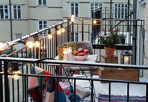 schmalen balkon einrichten ambiznescom With balkon teppich mit tapeten zum überstreichen