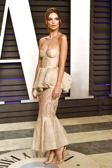 Emily Ratajkowski attends the 2019 Vanity Fair Oscar Party ...
