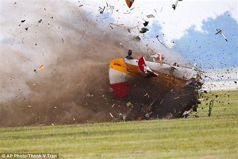 Ohio airshow crash: Pilot steered plane away from crowd ...