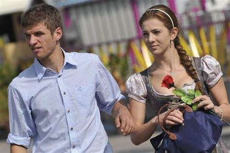 thomas muller family  parents brother wife