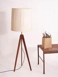 Stehlampe Holz Dreibein : stehleuchte dreibein holz auswahl an schwarz grau stehleuchte dreibeinig aus mit weiem h ~ Orissabook.com Haus und Dekorationen
