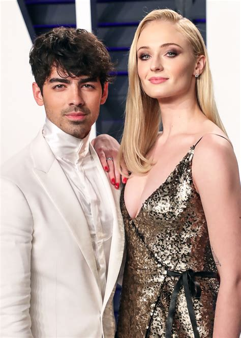 Joe Jonas Gets His Glow On With a Little Help From Sophie ...