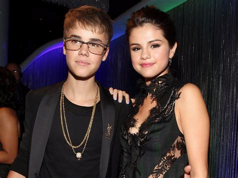 Photo Shows Selena Gomez Kissing Justin Bieber At A Hockey
