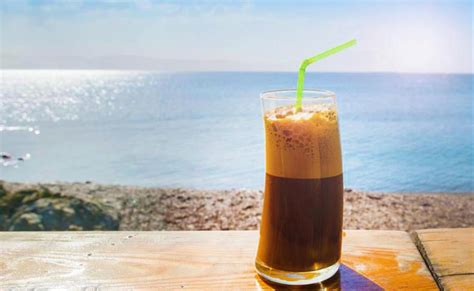 Top off blender with ice and blend until you will need 1 tablespoon of granulated sugar and 2 tablespoons of chocolate syrup. How to make Greek frappe - the delicious ice-coffee | Omilo