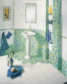 badezimmer fliesen mit mosaik muster mosaikfliesen gestaltungstipps inspiration roomido