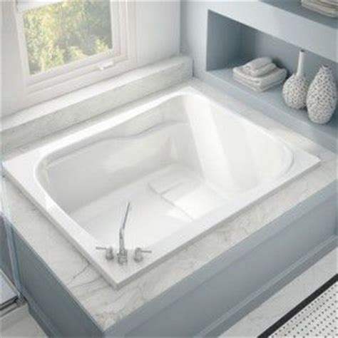Large Bathtubs by 25 Great Ideas About Large Tub On Large