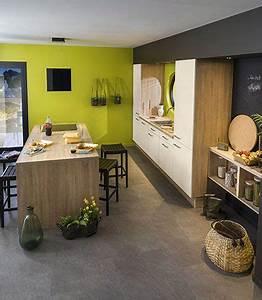 cuisine carrelage gris meubles blancs et bois murs vert With sol gris quelle couleur pour les murs 0 beau carrelage gris clair quelle couleur pour les murs
