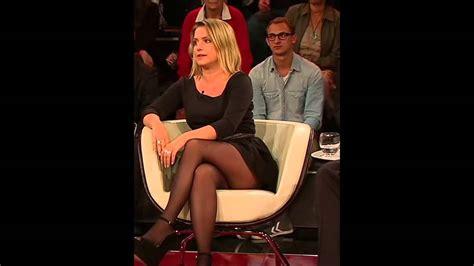 jeanette biedermann zeigt beine sexy nylon legs zu