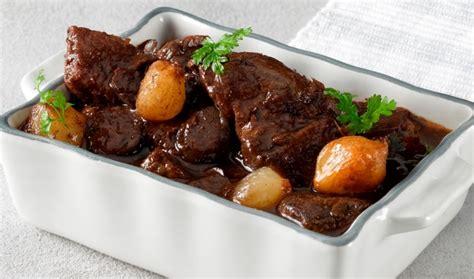 cuisiner une joue de boeuf joue de bœuf confite au vin cuisine solutions