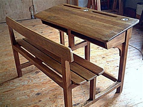 ancien bureau d ecolier bureau d 233 colier en ch 234 ne et h 234 tre ancien avec encriers meubles anciens bureaux des 233 coles