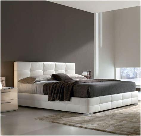 decoration de chambre a coucher pour adulte idée déco chambre a coucher lits rembourrés pour un look