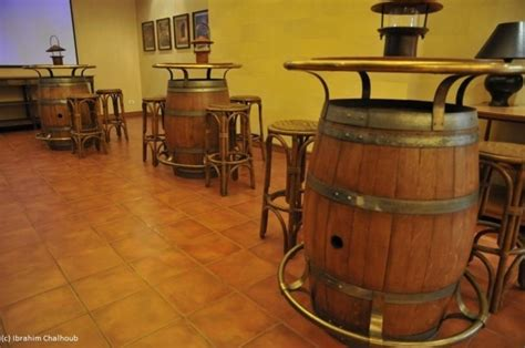 vin blanc cuisine l image du jour tonneaux tables