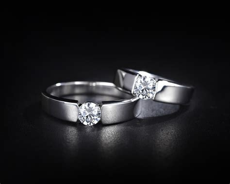 7 Reasons Platinum Wedding Bands Are