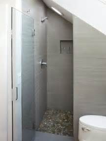 grey bathroom tile ideas kleine badkamer met schuin dak kleine badkamers nl