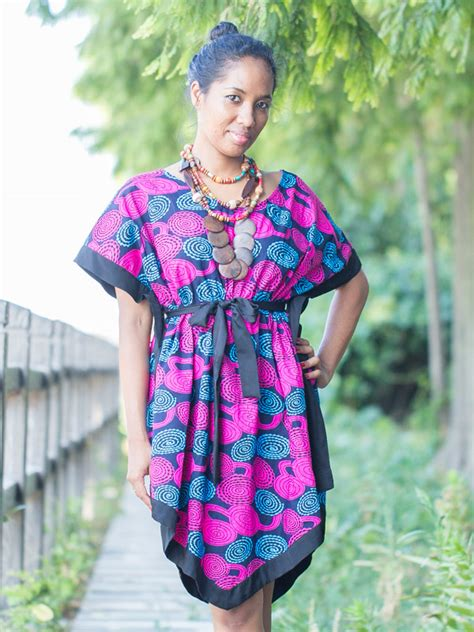model 233 tenue africaine moderne