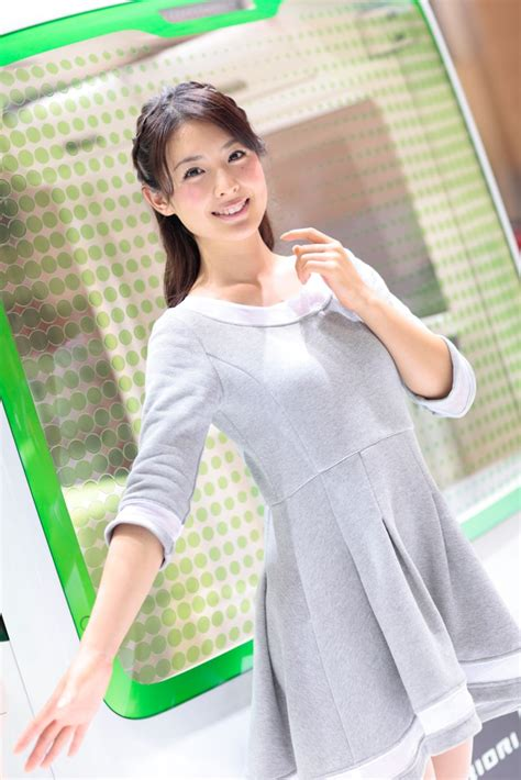 【東京モーターショー15】厳選美女! Daihatsuに舞い降りた、ふんわり美女 Clicccarcom(クリッカー