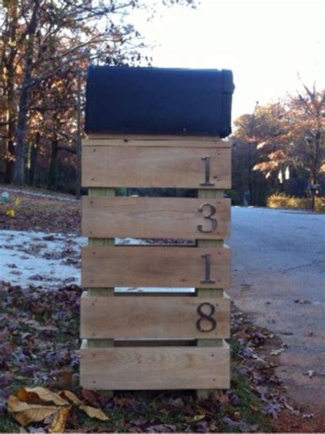 pallet mailbox holder      crafty side