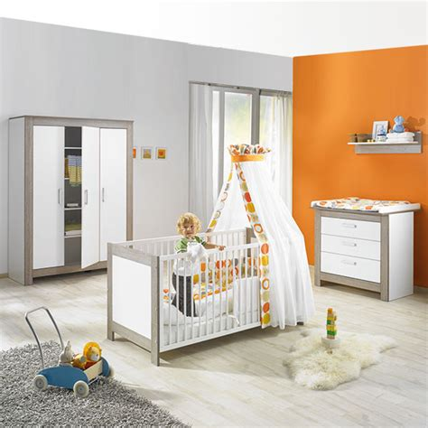 chambre bebe en pin chambre bébé trio marléne armoire 3 portes cérusé blanc