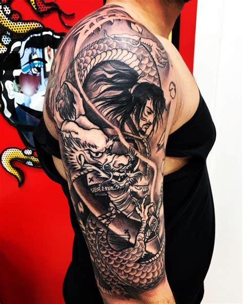 tatuaggi fiori braccio uomo tribali disegno cinese fiori www miglioreimmagini