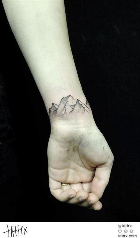 dalsich skvelych napadu na tetovani na zapesti moderni devcecz