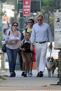 Jennifer Connelly and Paul Bettany walked with their ...