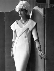 Pierre Paris Design : pierre cardin paris 1956 fascinating rare design white modern dress portrait wide collar shift ~ Medecine-chirurgie-esthetiques.com Avis de Voitures