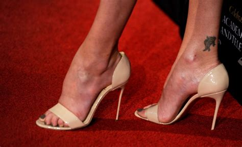 female celebs   big feet   women
