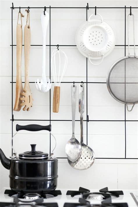 rangement mural cuisine créer sa cuisine fonctionnelle avec ces astuces rangement