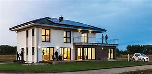 Haus Walmdach Modern : file kampa fertighaus wikimedia commons ~ Indierocktalk.com Haus und Dekorationen