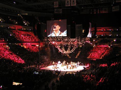 File:George Strait concert.jpg - Wikimedia Commons