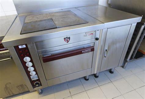 piano cuisine electrique piano de cuisson electrique de marque paul charvet modele 850e4pl comprenant 4 feux et un four on y