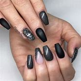 demi-lovato-pointy-nails