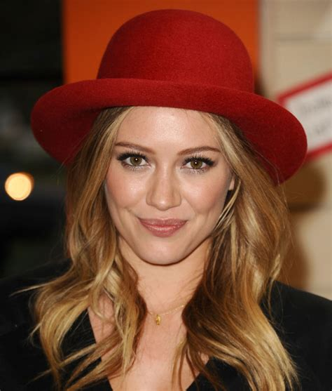 hilary duff  noomi rapaces red hat  loose waves