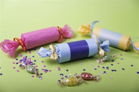 knallbonbons basteln fuer silvester bastelideen fuer kinder home decor decor und napkins
