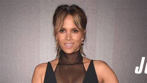 Halle Berry Reveals Her First Kiss Was With A Girl In New ...