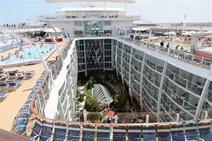 Cruise Ship Royal Caribbean Oasis Of The Seas   fitbudha.com
