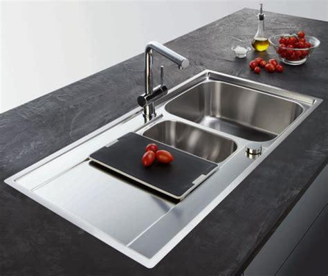 installer evier cuisine cuisine sur mesure choisir évier type d 39 installation conseil