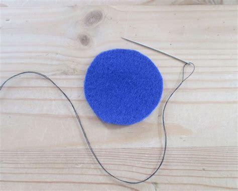 schlüsselanhänger basteln filz filz basteln blumen aus filz basteln bastelanleitung und