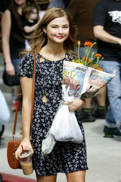 Street Style Stefanie Scott Keeps Cute Casual Uskao