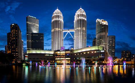 wallpaper petronas towers malaysia kuala lumpur skyline