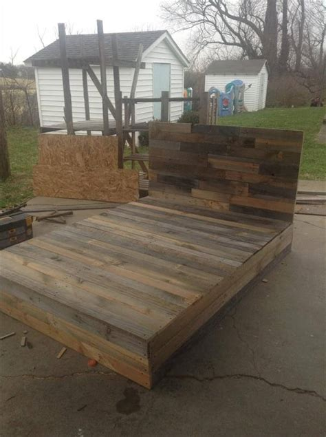 install  pallets  beautiful diy bed  pallets