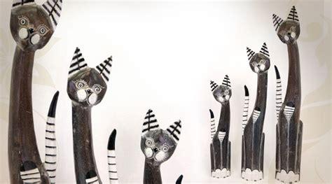 chat en bois decoratif trois statuettes de chats en bois exotique black antik