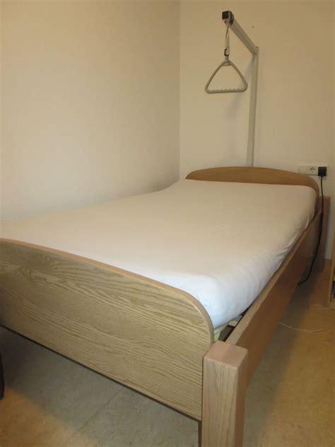 seniorenbett mit elektrischem lattenrost krankenbett kaufen krankenbett gebraucht dhd24